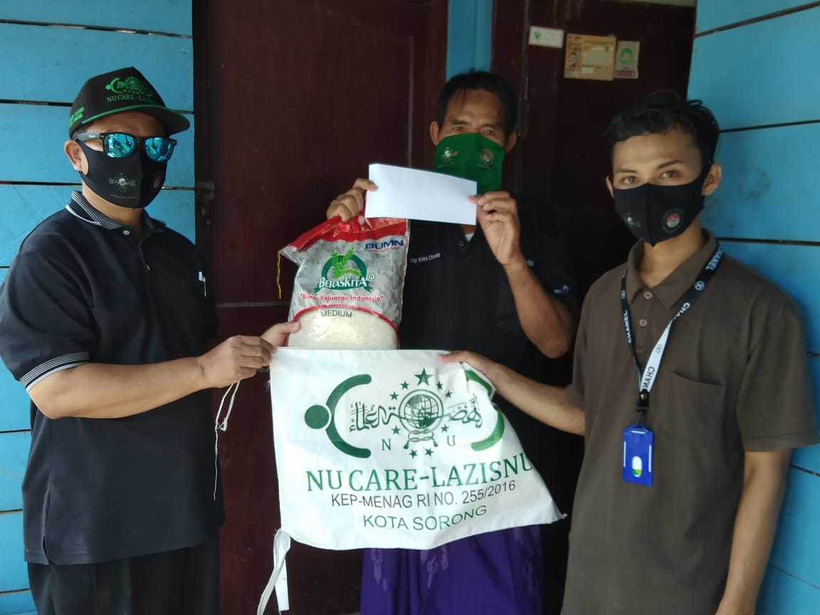 Pejuang Islam Nusantara Sorong Papua Barat Bersama LAZIZNU, Bagikan 1500 Masker dan Paket Sembako