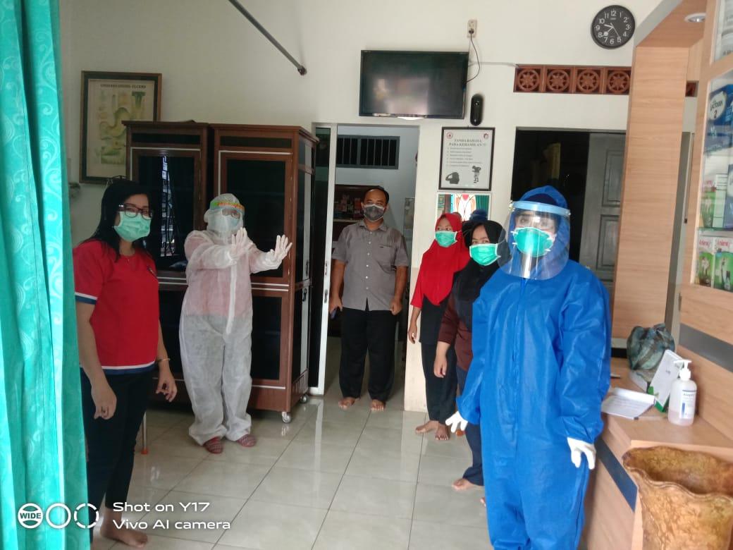 Polsek Batang Kuis, Lakukan Rapid Test kepada Pemilik dan Perawat di Klinik Pratama