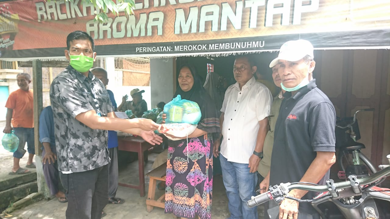 Tim Relawan Surya-Taufik Bagikan Sembako di Bulan Ramadhan Kepada Masyarakat