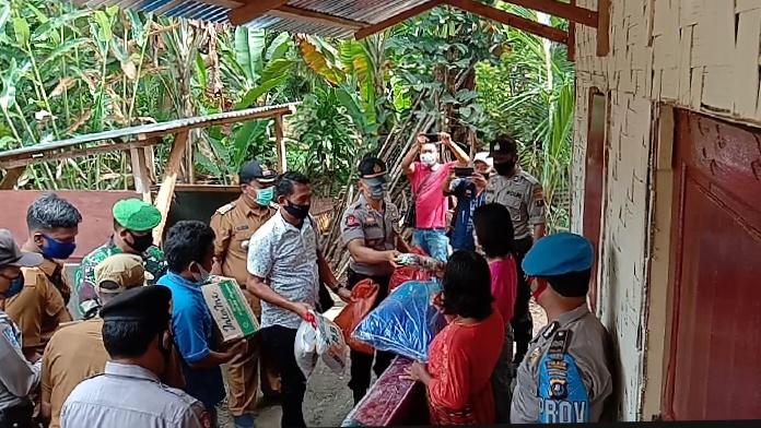 Muspika Kecamatan STM Hilir, Berikan Bantuan kepada Masyarakat Kurang Mampu dan Terdampak Corona