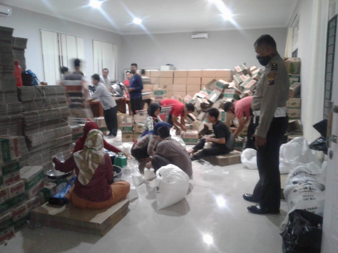 Kapolresta Deli Serdang, Kerahkan Personil Kawal Bansos Pemprov Sumut sampai ke Tangan Masyarakat