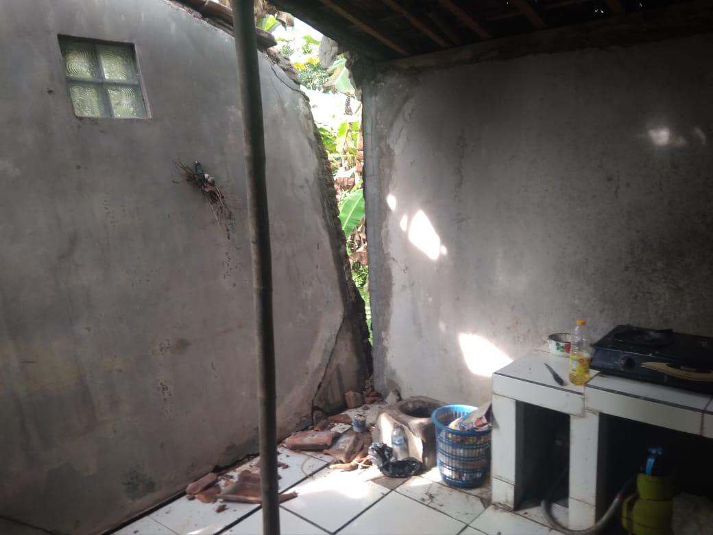 Hujan Deras di Ciamis, Dinding Rumah Warga Ambruk