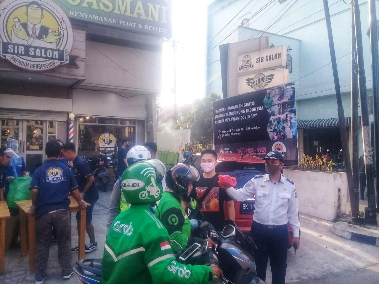 Yayasan Moggalana Indonesia Bekerjasama dengan Bika Ambon Yen Yen dan SIR Salon Berbagi Makanan Selama Wabah corona