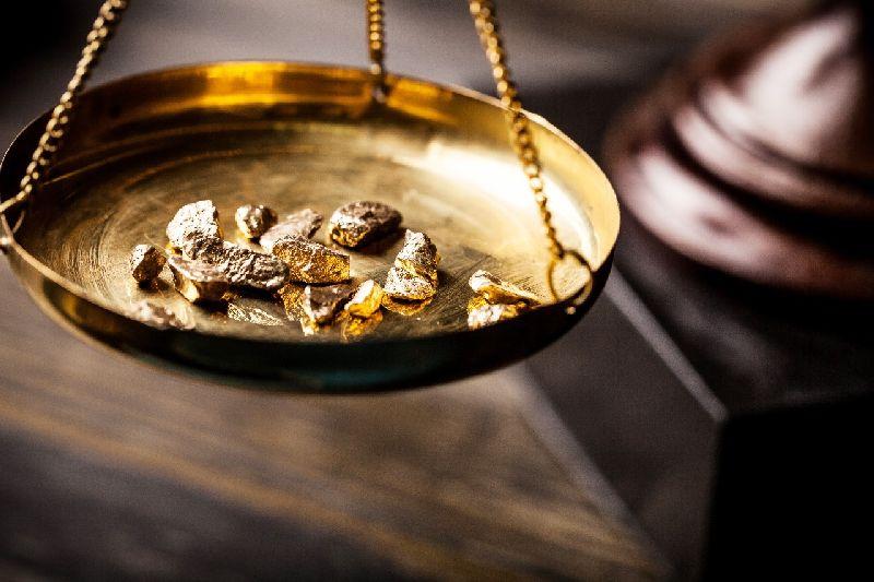 Panas Dingin Harga Emas Karena Corona dan Tensi Perang