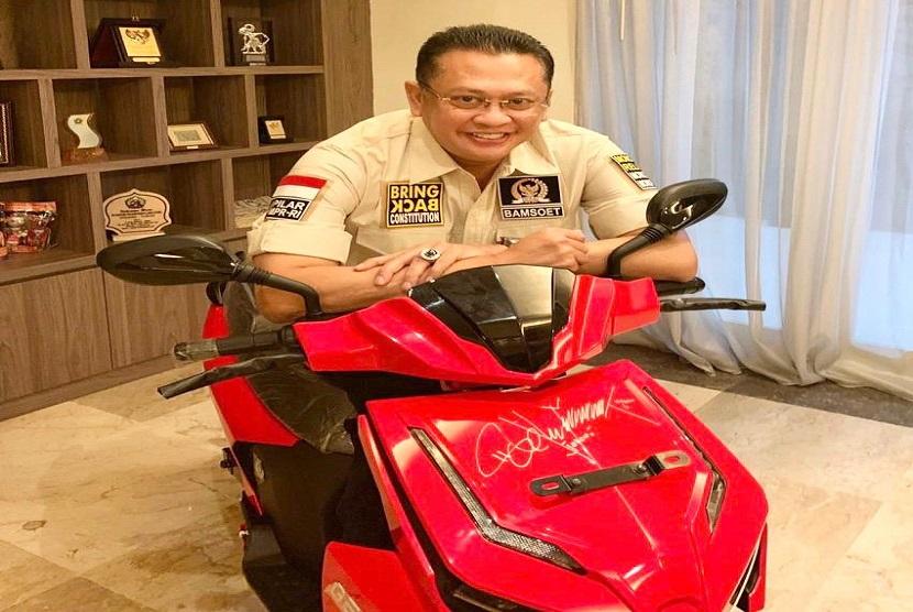 Ketua MPR Soal Lelang Motor Jokowi: Kami Kena Prank