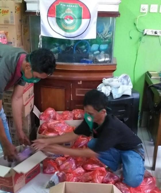 Pejuang Islam Nusantara Bekasi, Kembali Membagikan Takjil kepada Masyarakat di Pandemi Corona