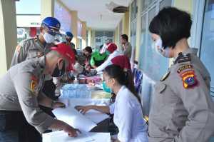 HUT Bhayangkara ke-74, SPN Hinai Laksanakan Donor Darah dan Pemeriksaan THT (3)