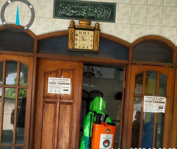 Pejuang Islam Nusantara DKI Jakarta, Semprotkan Disinfektan di Masjid dan Musholla