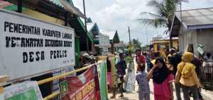 Warga Segel Kantor Desa Perlis Langkat, Diduga Tidak Transparan Tentang Dana Desa (2)