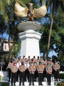 Jelang Hari Bhayangkara, Polresta Deli Serdang Gelar Upacara dan Ziarah Kubur ke Makam Pahlawan