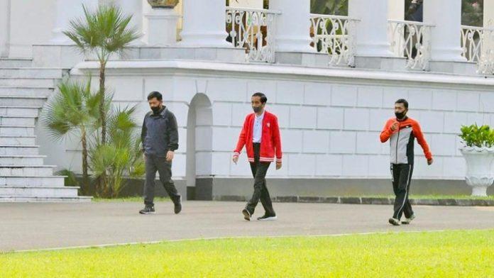 Jokowi Ditemani Panglima TNI-Kapolri, Olahraga di Istana Bogor