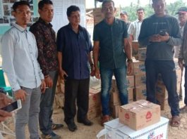 NEK TU Serahkan Bantuan untuk Korban Angin Puting Beliung DI Rantau Selamat Aceh Timur