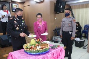 HUT Bhayangkara ke-74, Kapolresta Deli Serdang Berikan Kejutan kepada Wakapolresta