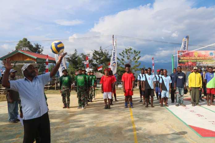 Sambut HUT RI ke-75, TNI Buat Lomba Bola Voli untuk Masyarakat Papua