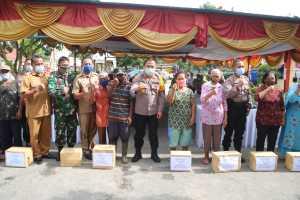 Kapolresta Deli Serdang, Laksanakan Kunker dan Berikan Sembako kepada Warga Terdampak Covid-19