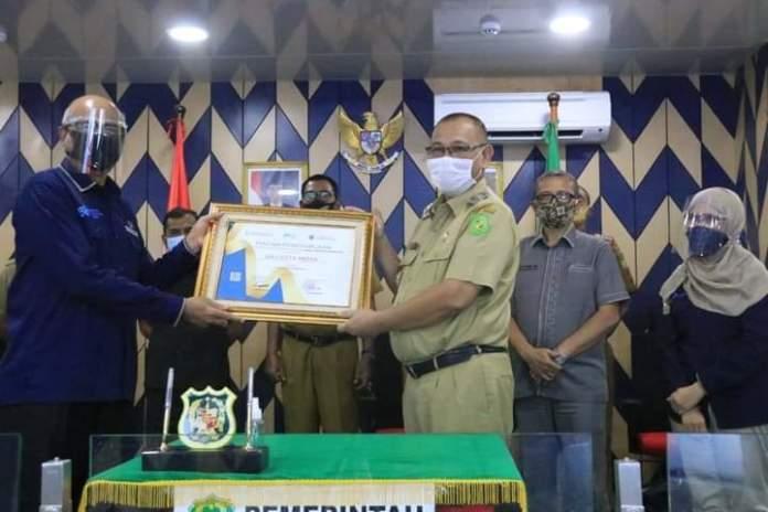 Sukses Laksanakan SP Sistem Online, Akhyar Terima Penghargaan dari BPS Sumut