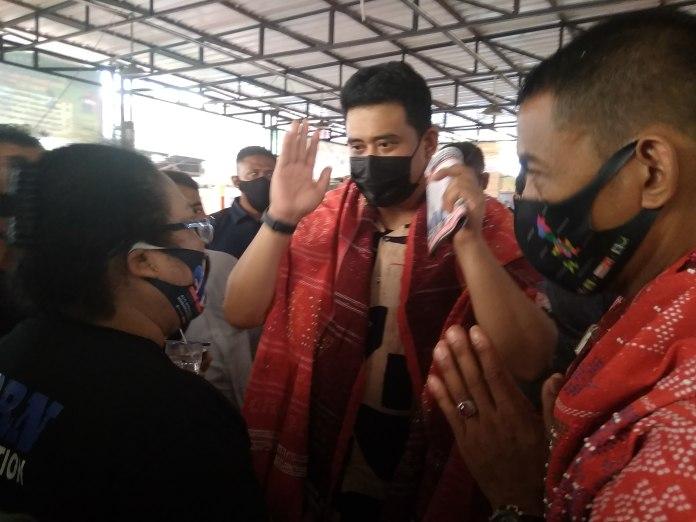Bobby Nasution, Bersama Ketum Re-Born Diulosi dan Ditaburi Boras Si Pir Ni Tondi di Pasar Pringgan