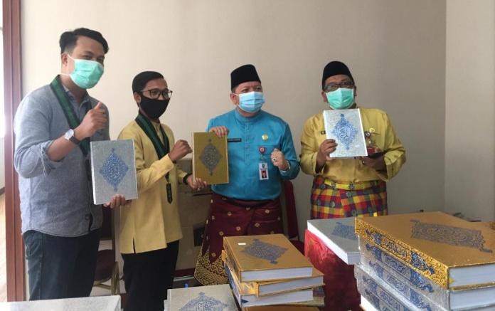 "Pemprov Riau, Ikut Mendukung Program ""1000 Al-Quran untuk Riau"" oleh Badko HMI Riau-Kepri"