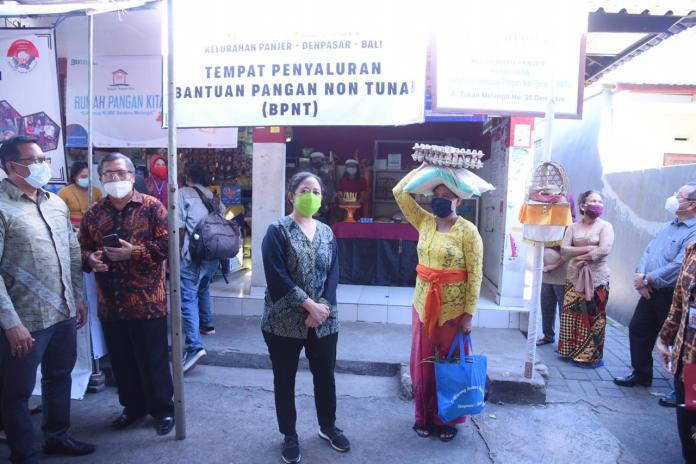 Warga Bali Menangis, Saat Puan Maharani Salurkan Bantuan