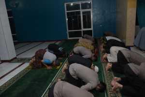 Personil Sat Sabhara Polres Banjar, Laksanakan Salat Subuh Berjamaah di Masjid Al-Amanah