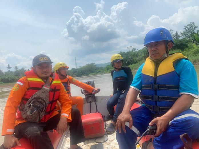 Tim SAR Gabungan Lakukan Penyisiran Aliran Sungai Agar Temukan Dugaan Korban Tenggelam Ciamis