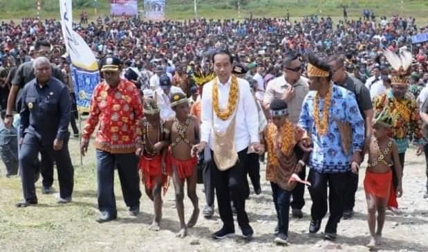 Jokowi Akan Pecat Pembela Rizieq Shihab Terkait Markaz FPI Megamendung