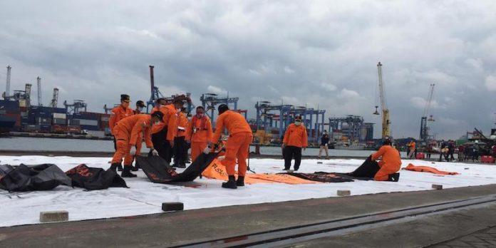 Evakuasi Sriwijaya Air SJ182, Basarnas Kembali Terima 5 Kantong Berisi Potongan Tubuh