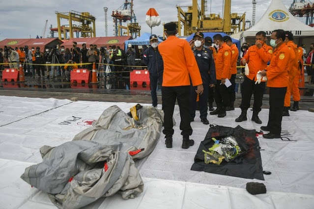 Penyelam Kopaska Temukan Life Vest-Pecahan Sriwijaya Air SJ182