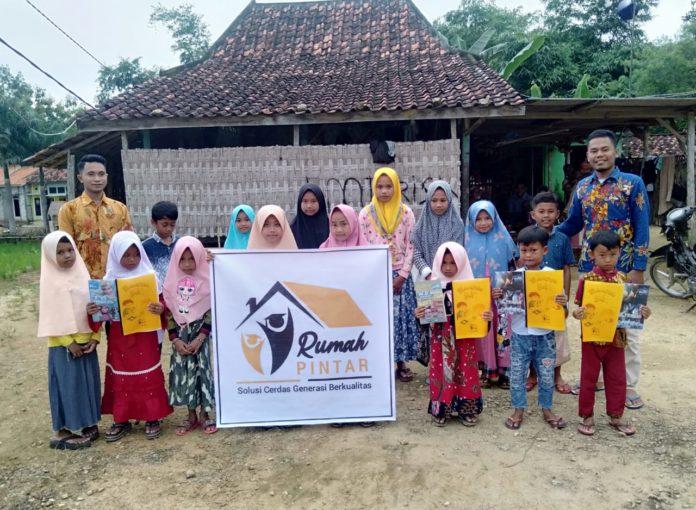 Pemuda Pamekasan Dirikan Rumah Pintar untuk Menampung Anak-Anak