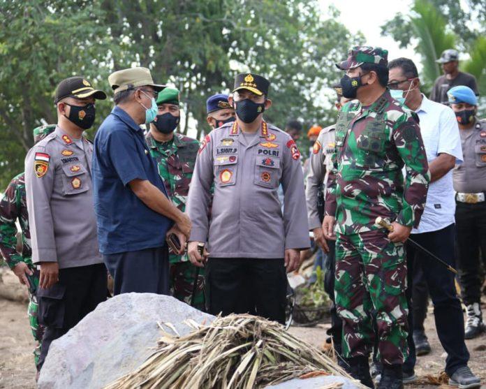 Kapolri dan Panglima TNI, Tinjau Lokasi Bencana Alam di NTT