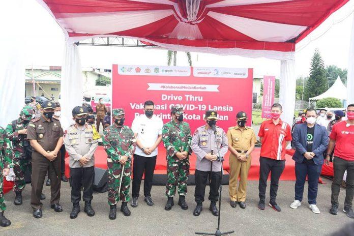 Kapolri dan Panglima TNI, Harapkan Proses Vaksinasi Drive Thru Berjalan Lancar