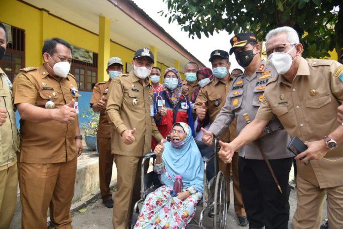 Penerima Vaksin Tertua di Batubara Berusia 75 Tahun